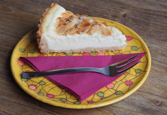 Cheesecake sypaný mandlemi