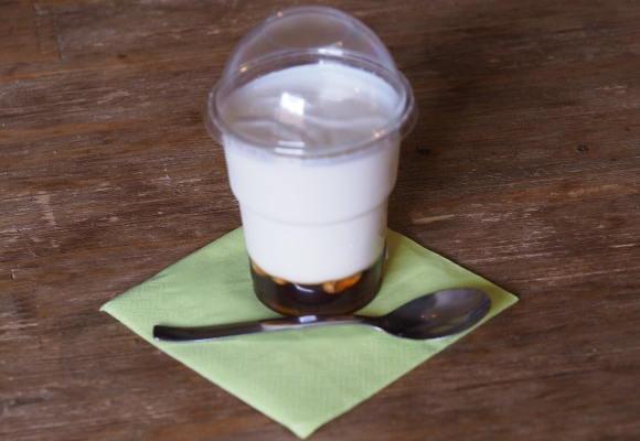Jogurt s medem a ořechy