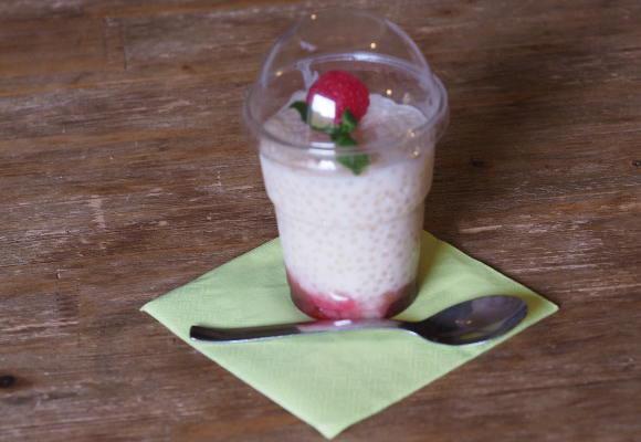 Tapiokový malinový pudink